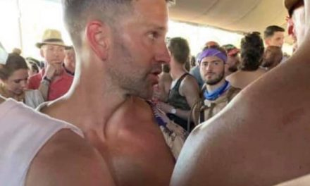 News : Anti-Gay Politician Makes Out With Another Guy at Coachella
